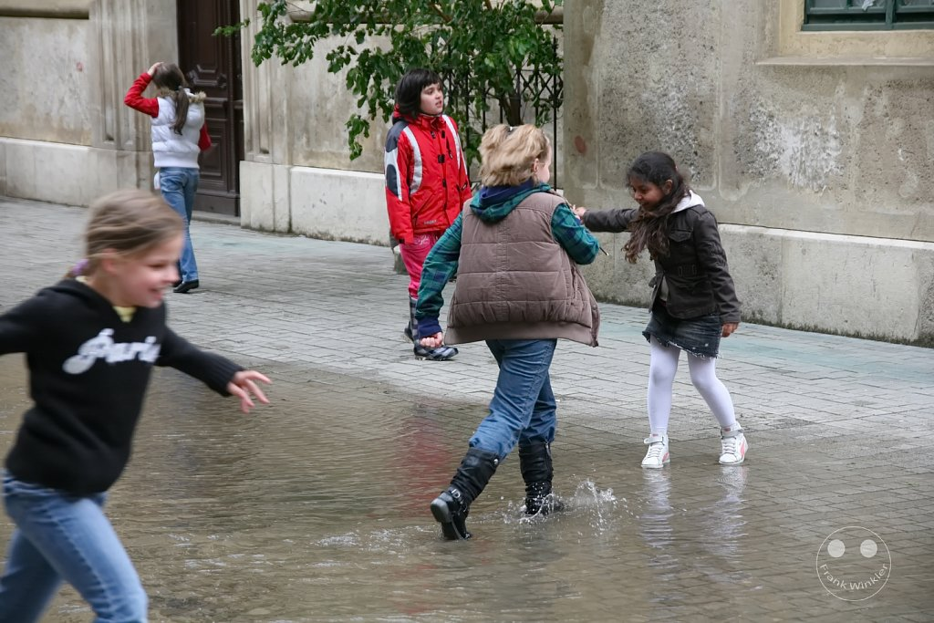 Playing in the rain - Budapest - Ungarn